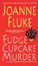 Fudge cupcake murder [large print] : a Hannah Swensen mystery